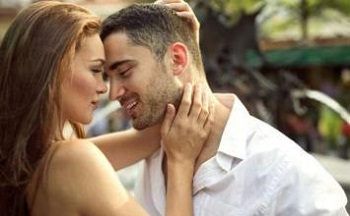 妻子多给丈夫拥抱婚姻更加稳固